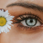 Gratis wenkbrouwen modelleren bij gezichtsbehandeling